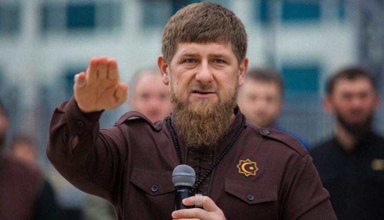 «Убивать, сажать и пугать». Кадыров призвал к расправе над теми, кто оскорбляет честь в интернете