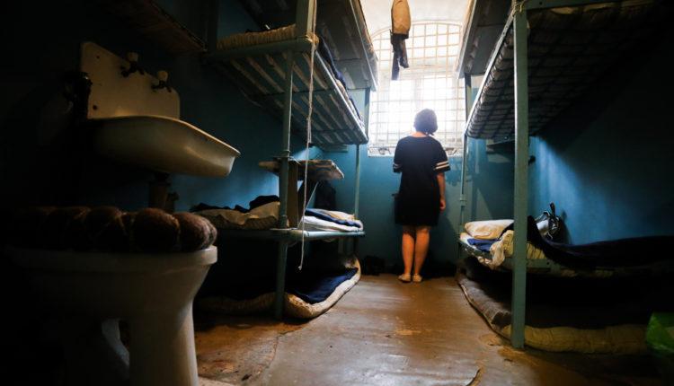 «Государству дешевле откупиться». Россия стала массово признавать нарушения по жалобам в ЕСПЧ на нечеловеческие условия в тюрьмах