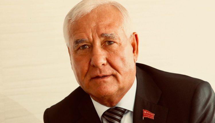«Авторитетный» челябинский депутат Рыльских и его коллеги решили увеличить себе пенсии за счет небольшого районного бюджета. ДОКУМЕНТ
