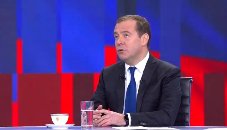 Дмитрий Медведев пообещал не закрывать YouTube