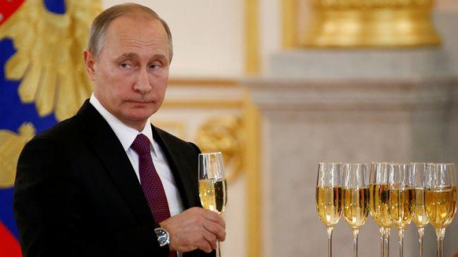 Путин не поздравил Зеленского с Новым годом. А ещё не удостоил поздравления президентов Грузии, Польши и прибалтийских стран