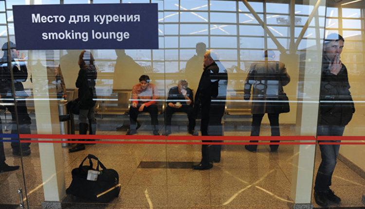 Депутаты Госдумы разрешили курить в российских аэропортах