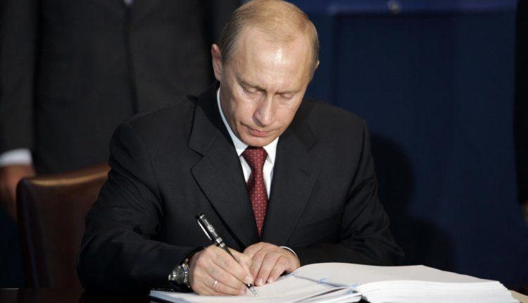 Путин подписал закон о многомиллионных штрафах для СМИ-иноагентов