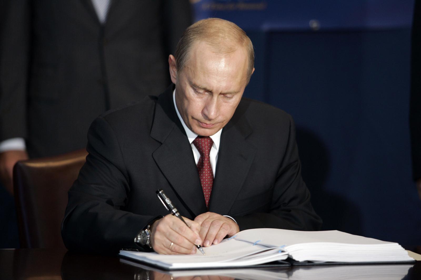 """Путин подписал закон о """"биологической безопасности"""": принудительная медицина наступает"""