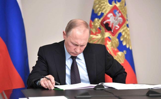 Путин увеличил бюджет силовикам, госканалам и банкам, сократив расходы на образование, соцобеспечение и гражданскую медицину
