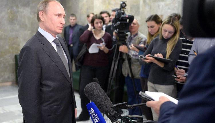 С 2012 года Путин перестал общаться даже с проверенными журналистами. Многих неудобных репортеров выгнали из «кремлевского пула»