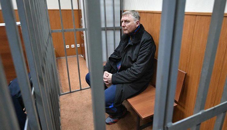 У генерала-таможенника изъяли почти 80 миллионов рублей и золотые слитки. Его обвинили в покровительстве контрабандистам