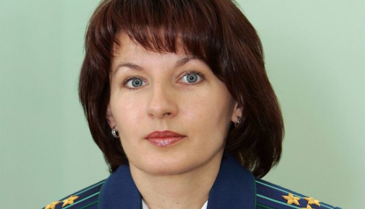 Столичного полицейского уволили из-за случайного обыска у помощницы генпрокурора Юрия Чайки