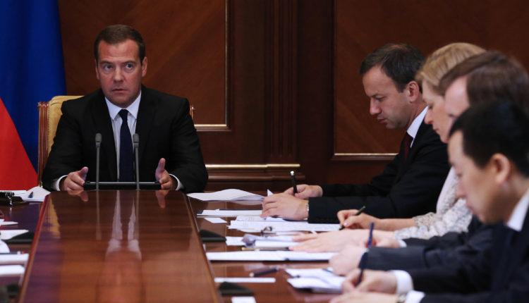 Правительство по главе с Медведевым ушло в отставку
