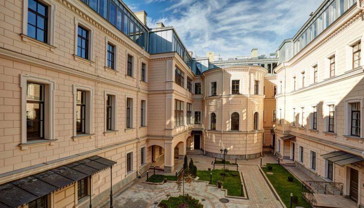 В элитном особняке фонда однокурсника Медведева продается 17 квартир. Одна из них стоит больше полумиллиарда