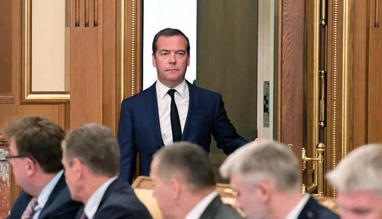 Ушедшие в отставку вице-премьеры и министры остались без «золотых парашютов»