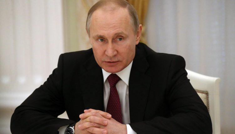 Почти половина россиян связывает поправки к Конституции с желанием Путина сохранить власть