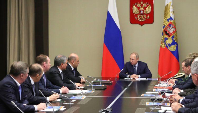 Путин провел заседание Совбеза с участием Медведева в новой должности и премьера Мишустина