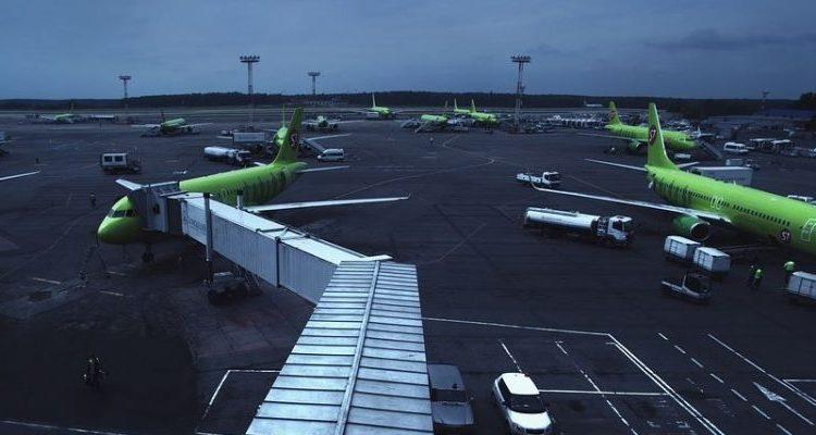 В Домодедово экстренно сел самолет из-за женщины, угрожавшей его взорвать