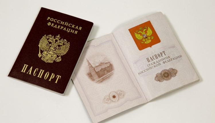 Иностранцы смогут стать россиянами без отказа от имеющегося гражданства