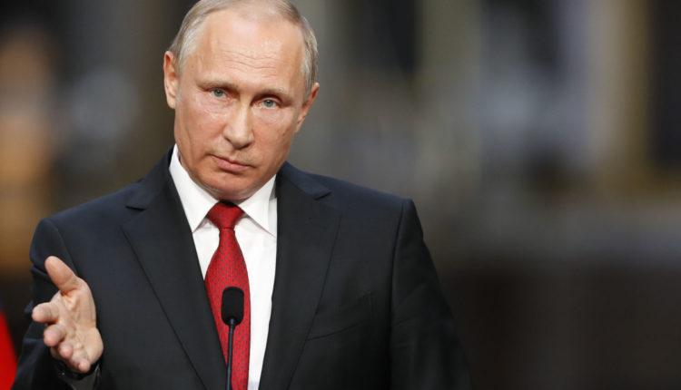 Путин дал согласие на то, чтобы провести голосование по конституционной реформе в будний день, который сделают выходным