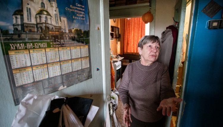 Челябинской учительнице, 20 лет ютившейся в подсобке школы, чиновники так и не дали обещанной квартиры