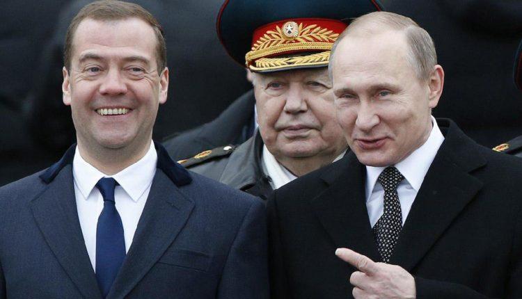 Путин заявил, что продолжает дружить с Медведевым, несмотря на его отставку