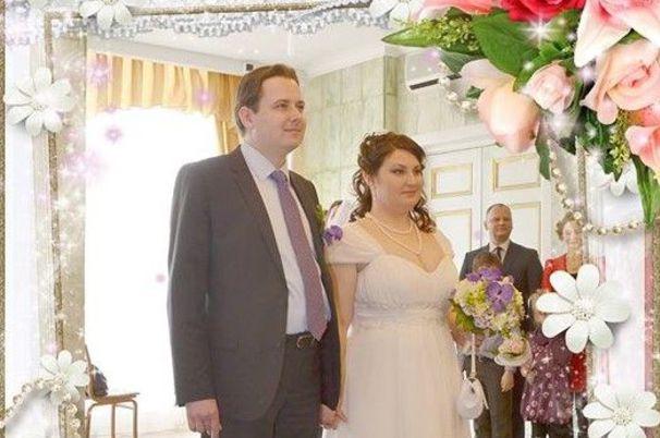 Супругов отдали под суд по делу о госизмене за фотографию чекиста на свадьбе