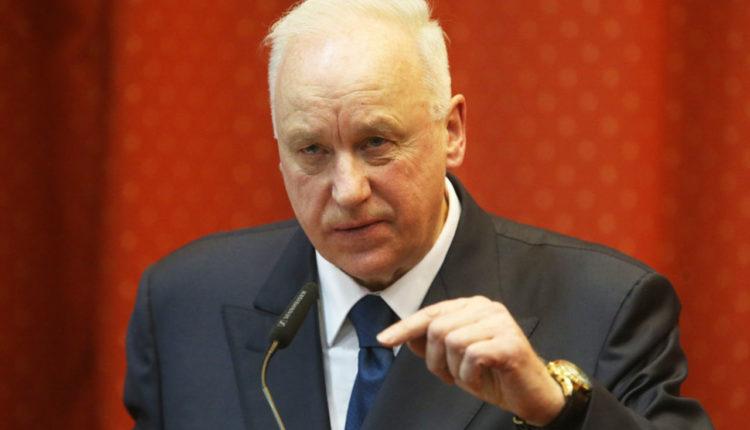 Глава СКР Бастрыкин возместил тысячу рублей пенсионерке, которую оштрафовали за то, что она назвала следователя гнидой и козлом