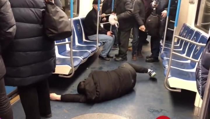 Полиция задержала пранкера, который разыграл приступ от коронавируса в московском метро. Возбуждено уголовное дело