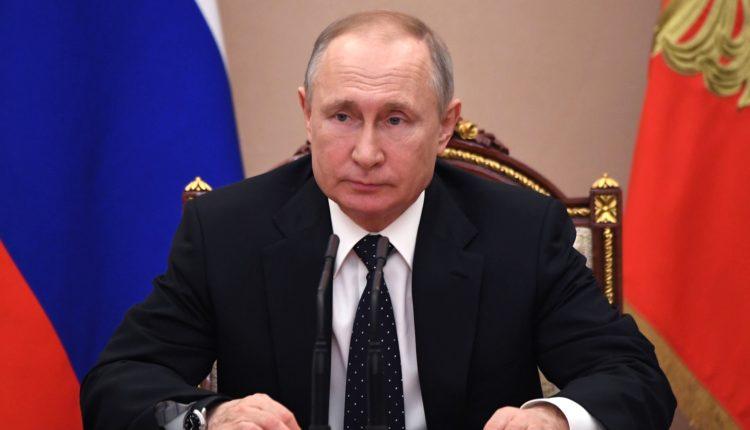 Путин не имел права переносить голосование по поправкам к Конституции