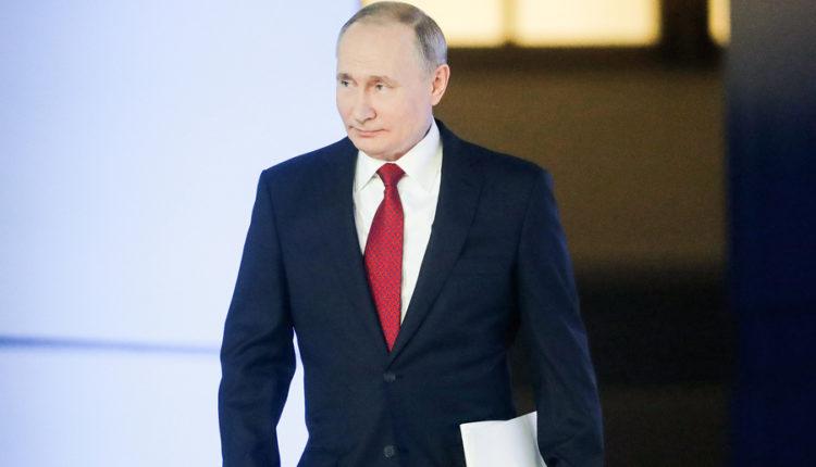 Обнуление президентских сроков Владимира Путина не одобряют почти половина россиян