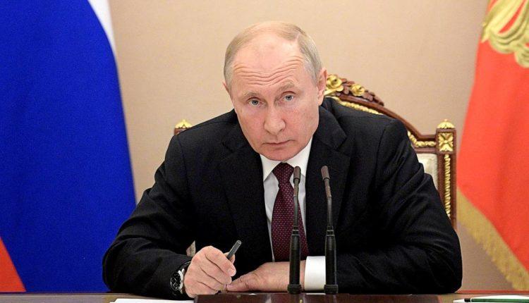 Путин поручил нарастить объемы тестирования на коронавирус и провести инвентаризацию аппаратов ИВЛ в российских больницах