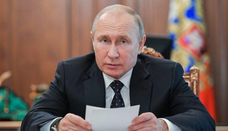 Собянин призвал пенсионеров самоизолироваться. По словам Пескова, эта рекомендация не распространяется на Путина
