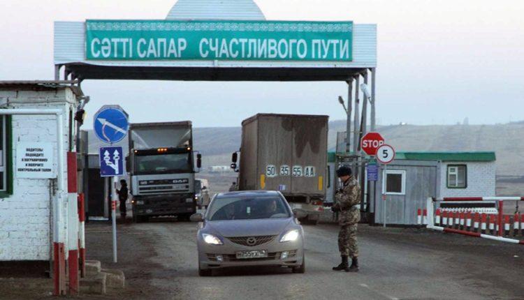 Власти Казахстана запретили пересечение границы с Россией и Киргизией по внутренним паспортам