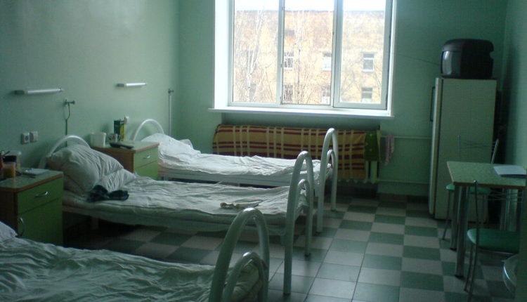 Четверых челябинцев положили в одну палату с больным коронавирусом. ВИДЕО