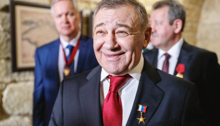 Друг Путина Ротенберг рассказал, что получил секретную государственную награду за «кое-что полезное в Крыму»