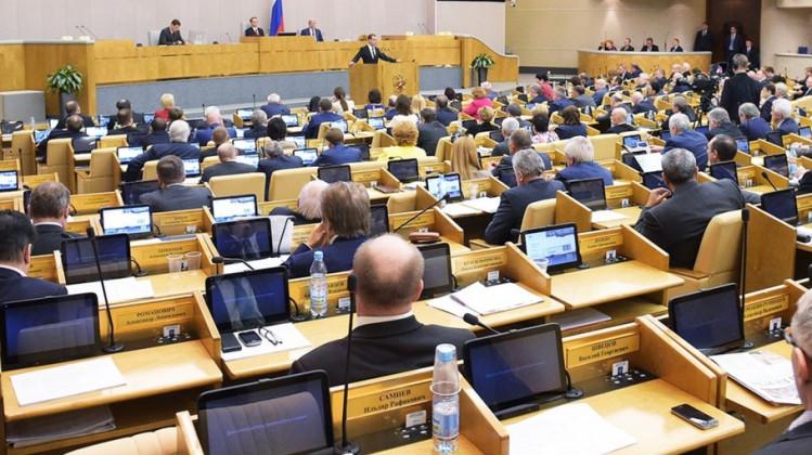 Депутатов Госдумы снова заставили сдавать анализ на коронавирус