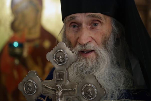 Духовник патриарха Кирилла помолился о защите от коронавируса, облетая страну на бизнес-джете. ВИДЕО