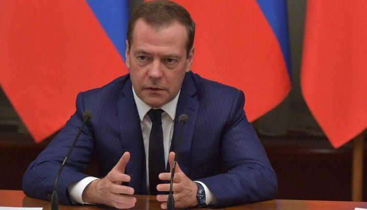 «Благотворительные» фонды, связанные с Медведевым, потратили больше двух миллиардов за прошлый год