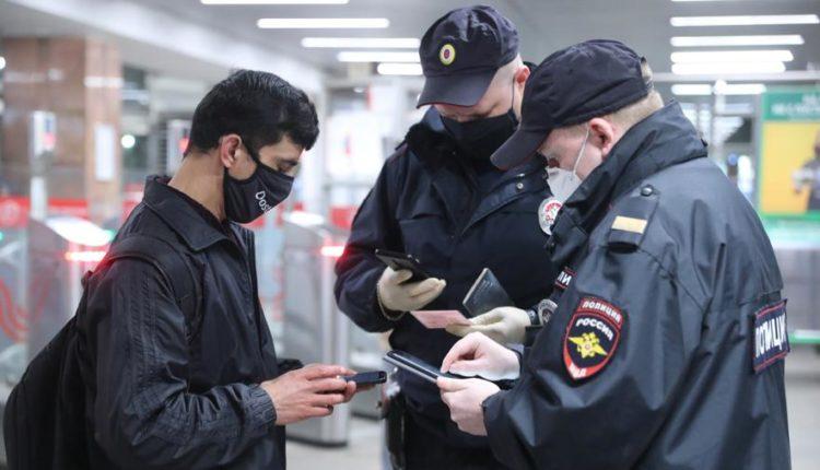 Столичным полицейским закупят тысячи смартфонов для проверки цифровых пропусков