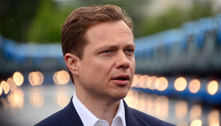15-летний сын вице-мэра Москвы устроил гонки с ДТП на родительском авто. Он должен был сидеть на карантине после возвращения из Куршевеля. ВИДЕО