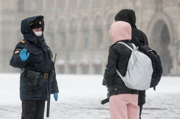 Большинство российских регионов смягчили введенные из-за коронавируса ограничения