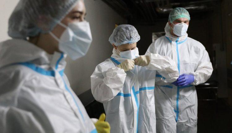 Власти заявили, что коронавирус не повлиял на смертность среди медиков