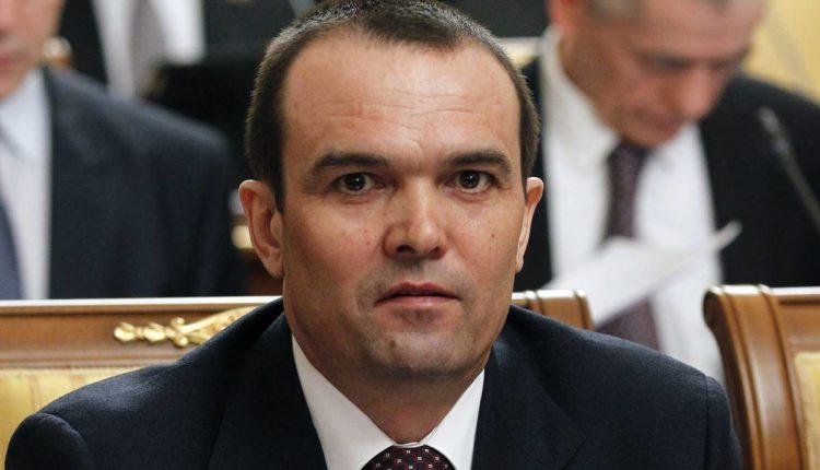 Экс-глава Чувашии Игнатьев, отправленный в отставку после издевательства над офицером МЧС, подал иск к Путину