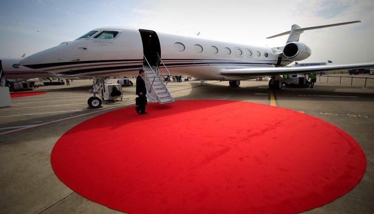 Бизнес-джет Шувалова летает в Австрию за 35 тысяч евро ради того, чтобы привезти чемоданы