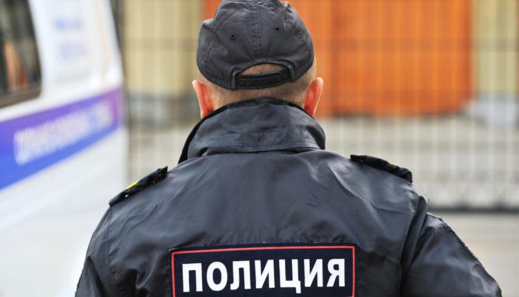 Челябинского полицейского обвинили в изнасиловании задержанного резиновой дубинкой