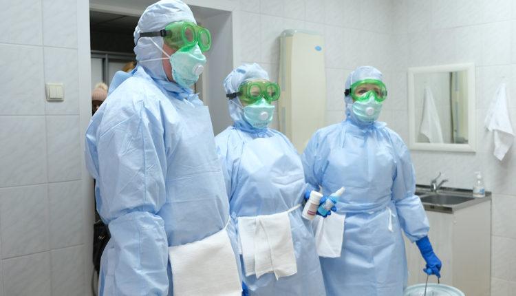 Расследование: летальность по COVID-19 среди медиков в России в 16 раз выше, чем в других странах