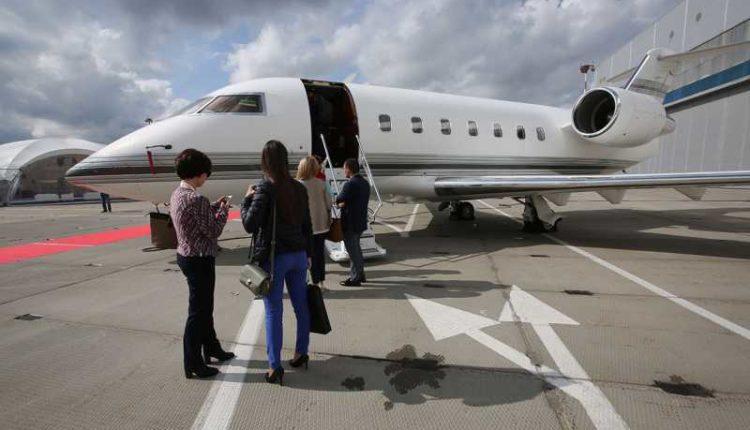 Российские богачи массово покидают страну на бизнес-джетах