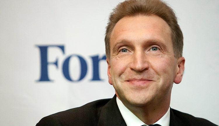 Бывший вице-премьер Шувалов увильнул от ответа на вопрос о его личном самолете, летавшем в Австрию за чемоданами