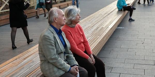 Государственный портал о COVID-19 спросил у россиян, являются ли пожилые балластом общества
