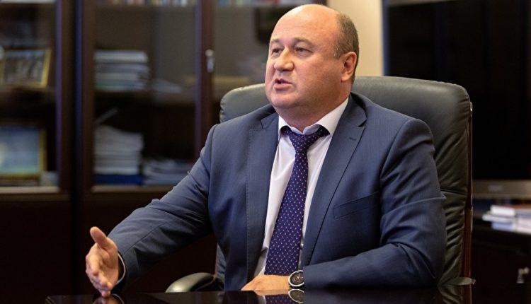 Вице-губернатор Челябинской области нагло гоняет на «красный» на служебном авто. ФОТО
