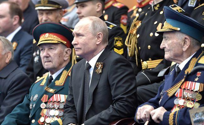 Перед парадом Победы ветеранов посадили на карантин, чтобы оградить Путина от коронавируса