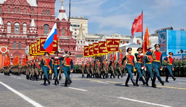 Навальный: парад Победы в Москве обойдется бюджету почти в 1 млрд