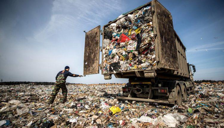 Близкие к Путину бизнесмены поделили мусорный рынок в России на 2 трлн рублей